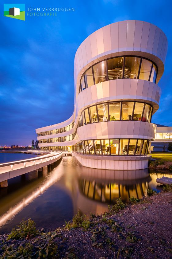 Dankzij een medewerkster van Deltares heeft John dit gebouw mét verlichting kunnen fotograferen.